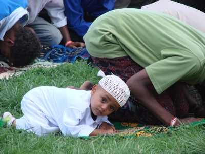 muslims-praying-little-boy